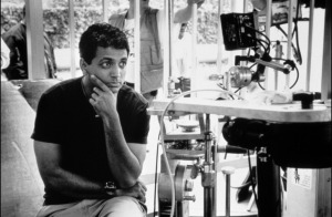m_night_shyamalan_on_the_movie_set_for_unbreakable